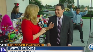 When you photobomb your boss on live TV... - Video