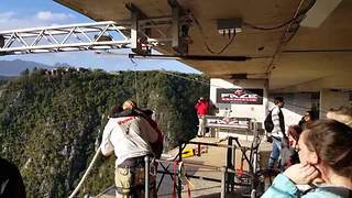Girl completely freezes up before bungee jumping