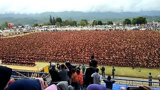 Thousands Gather for Traditional Indonesian Dance Performance - Video