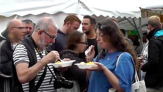 10,000 egg omelette served at Belgium festival - Video