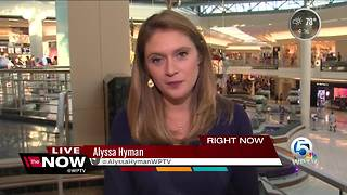 Last minute shopping at the Gardens Mall - Video