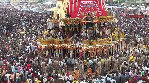 Millions attend world's largest chariot festival in India