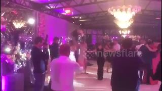 Wedding attendees dramatically fail at Dirty Dancing classic move - Video