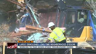 Crushed and hauled off! Abandoned home in Largo demolished - Video