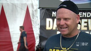 Daredevil Nik Wallenda performs high wire stunt in Sarasota