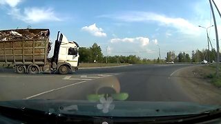 Compilation Of Intense Moments Captured On Dash Cam - Video