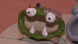 Make a clay monster for Halloween - Video