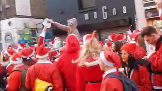 Thousands of Santas invade London for SantaCon 2017 - Video