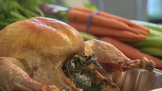 Last minute turkey preparation and cooking tips - Video