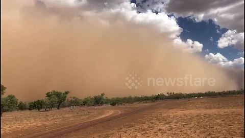 Huge wall of dust towers above Queensland