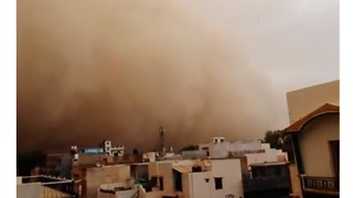 Wall of Dust Engulfs North Indian Town as Storms Continue - Video