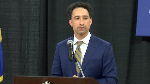 Marquette officially welcomes Shaka Smart as head coach for men's basketball