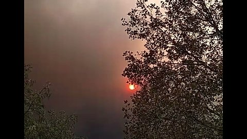Skies Darken Over Chico, California, as Camp Fire Spreads