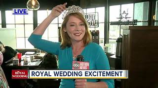 Royal Wedding attracts faithful royal watchers to pubs, restaurants during predawn hours - Video