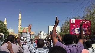 Hundreds of Sudanese Anti-Government Protesters March Through Omdurman - Video