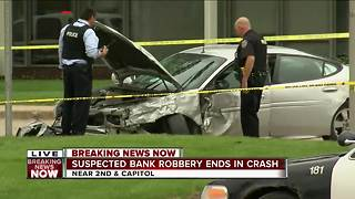 Suspected bank robbery ends in crash - Video