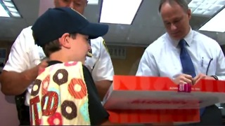 'Donut Boy' on road trip to deliver donuts to police officers to show thanks - Video