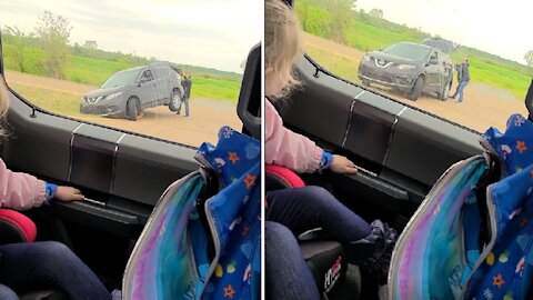 Dad stops to help stranger, becomes hero to his kids