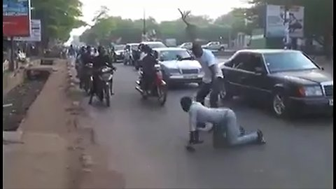 Best way to cross the crowded road safely!! FUNNY