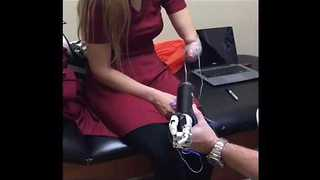 One-Handed Cosplayer Tries on Incredible Bionic Prosthetic - Video