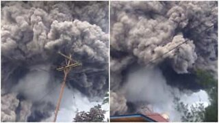 Powerful volcanic eruption in Indonesia