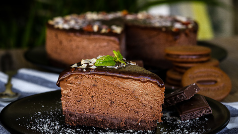 How to make chocolate cheescake with crunchy filling