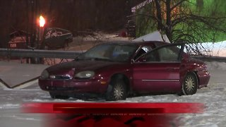 Man dies after crash in Lansing