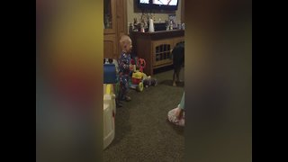 Little Girl makes Baby Brother Laugh!
