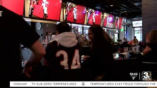 Sports bar welcomes crowd for Super Bowl Sunday