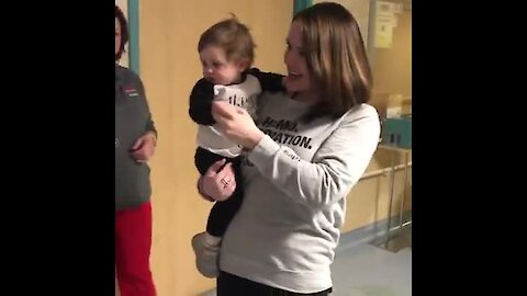 Hospital staff celebrates end of baby girl's chemo treatment