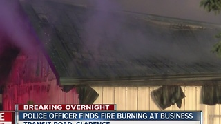 Police officer finds fire in Clarence business - Video