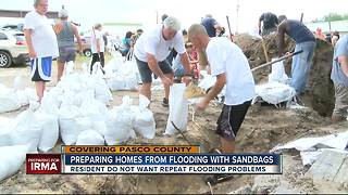 Pasco residents prepare homes from flooding with sandbags before arrival of Irma - Video