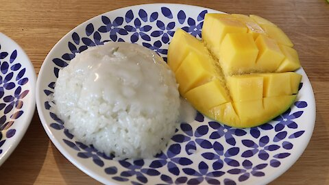 How to make Thai mango with sweet sticky rice (Khao Niaow Ma Muang)