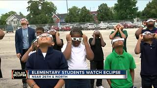 Solar eclipse a science lesson for teachers - Video