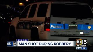 Man shot during robbery in Phoenix - Video