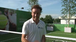 Anton Du Beke wows queuers ahead of day's play at Wimbledon - Video