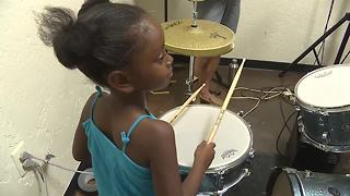 Boise Rock School teaches music to under privileged kids for free - Video