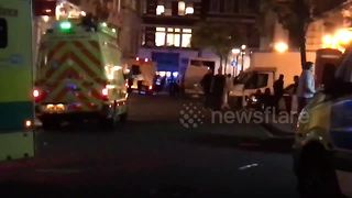 Heavy police presence at scene of Covent Garden taxi incident - Video