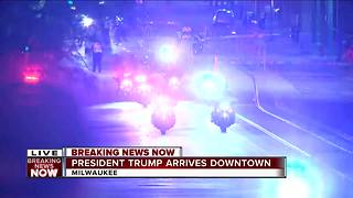 President Trump's motorcade arrives in downtown Milwaukee - Video