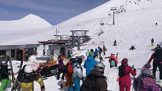 'Jump off': Tourists scream in panic as Georgia ski lift causes carnage - Video