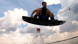 Wakeboarde destrói o Bottle cap Challenge
