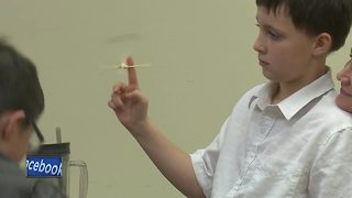 Kids learn about STEM through fun activities - Video