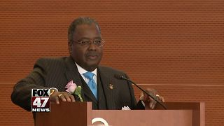 Sparrow honors former board chairman - Video