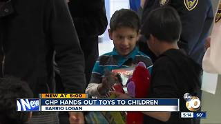 CHP hands out toys to children - Video