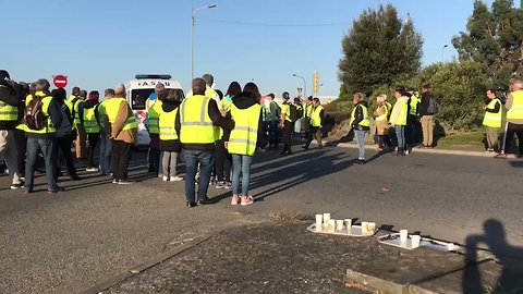 Protesters Block Roads in Toulouse Suburb as Demonstrations Sweep France