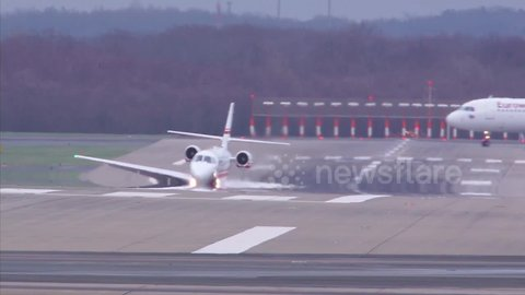 Plane Wing Nearly Touches Runway In Extreme 75mph (120km/h) Crosswinds