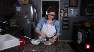 How to make a pumpkin spice latte with Elissa the Mom | Rare Life - Video