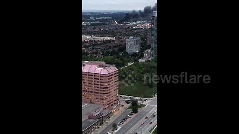 Thick plumes of smoke from massive Mississauga fire seen from miles away