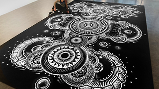 Artist creates world's largest salt-based mandala - Video