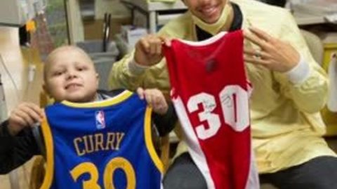 Warriors fan visited by Steph Curry at Riley Hospital